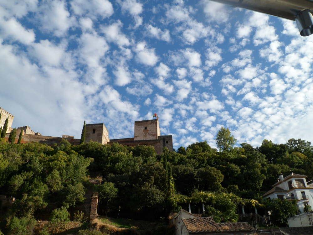 Vista de la Alhambra desde el Albayzín un día de nubes y claros (2013)