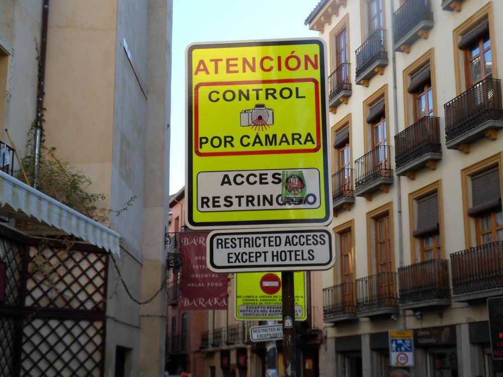 Señal control de accesos en la calle Elvira