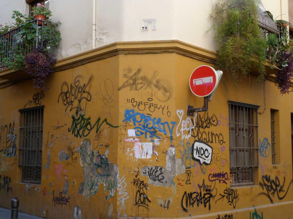 Señal casa rehabilitada con el programa de Rehabilitación del Eje Elvira-Gomérez