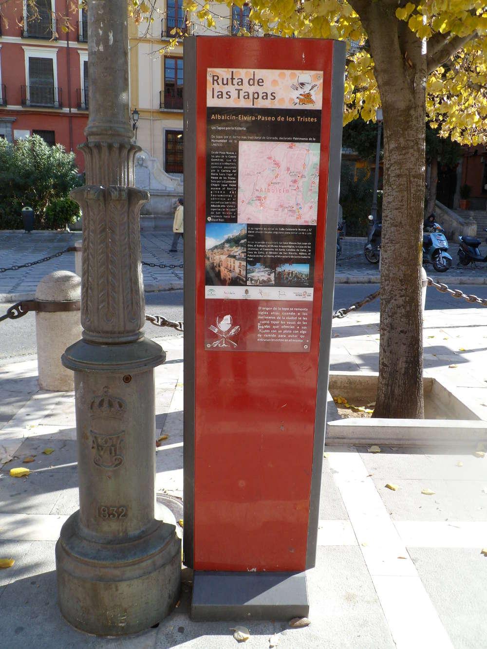 Señalización de la ruta de la tapa en Plaza Nueva