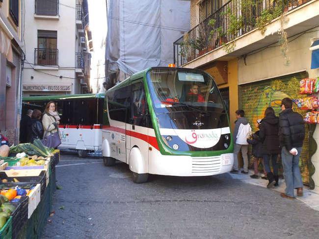 Mucho cuidado cuando vayas a comprar por la Romanilla, que el tren turístico te hará arrimarte a las esquinas.