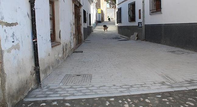 Obras de renovación del pavimento en el Callejón de San Cecilio 2013-2014