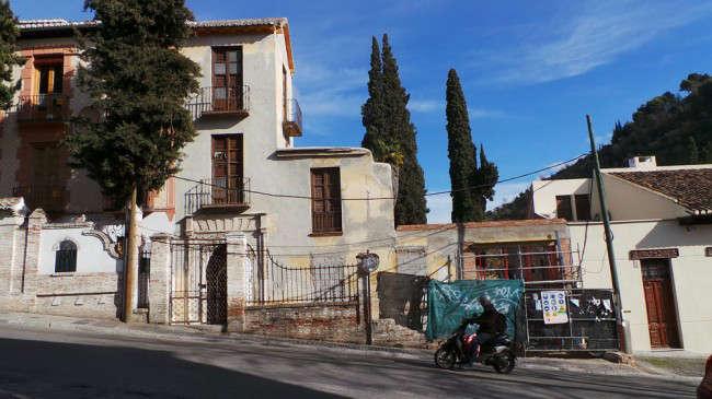 El gobierno municipal ha intervenido de forma urgente en el Carmen del Negro para evitar su caída.