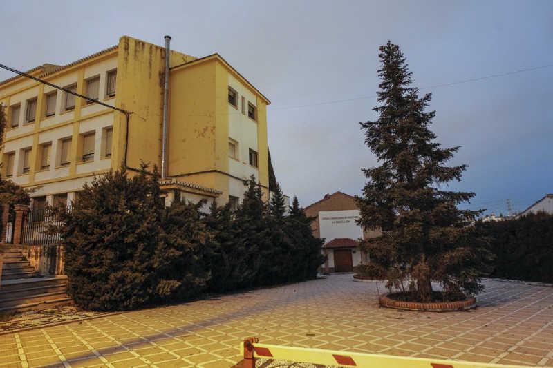 Escuela Magisterio Ave Maria de la iglesia cerrada al pasar a un edificio en la zona Norte. El Ayuntamiento alquila un local de 200 m2. por 36.000 euros anuales.