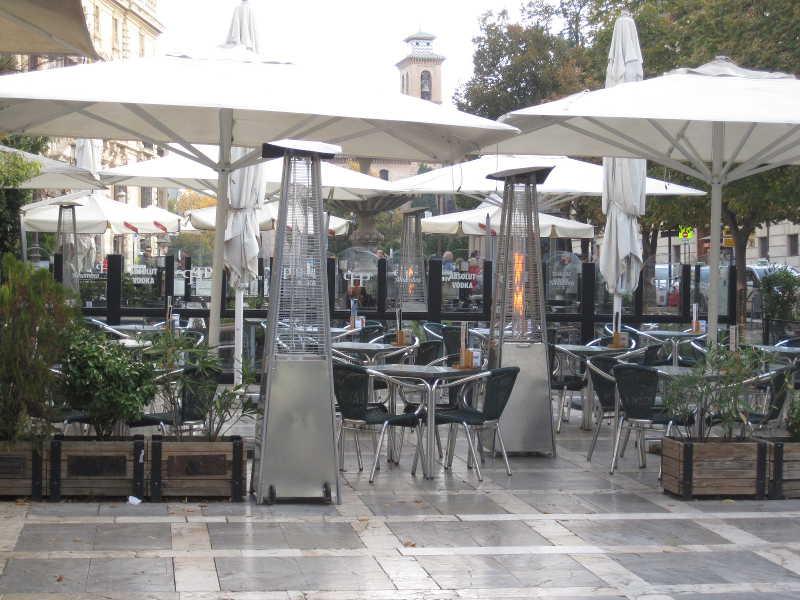 Plaza Nueva ha desaparecido en favor de las terrazas.