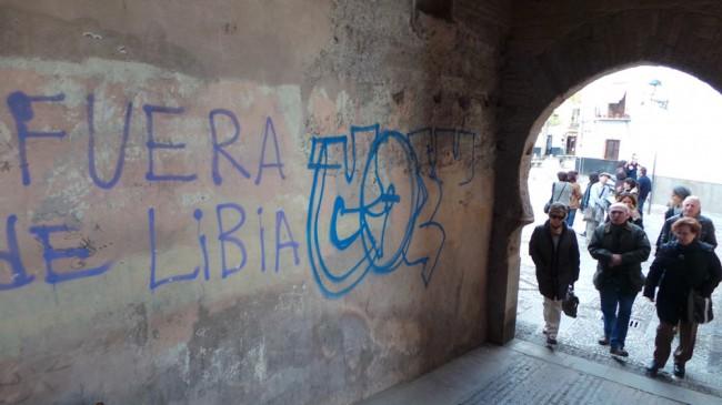 La enorme pintada realizada en los últimos días junto a la de Libia, presente desde hace más de dos años.