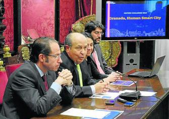 El alcalde en la presentación del concurso internacional de la Fundación Bloomberg