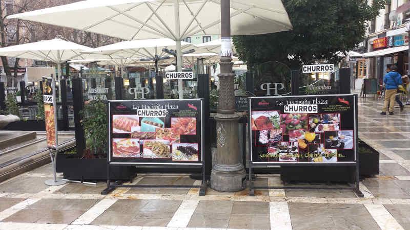 Carteleria comercial invade Plaza Nueva