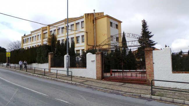 Imagen de la Escuela Universitaria Ave María a donde se trasladarán los centros sociales.