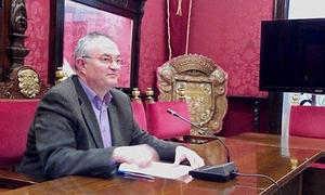 El concejal del PSOE, José María Rueda, en la rueda de prensa.