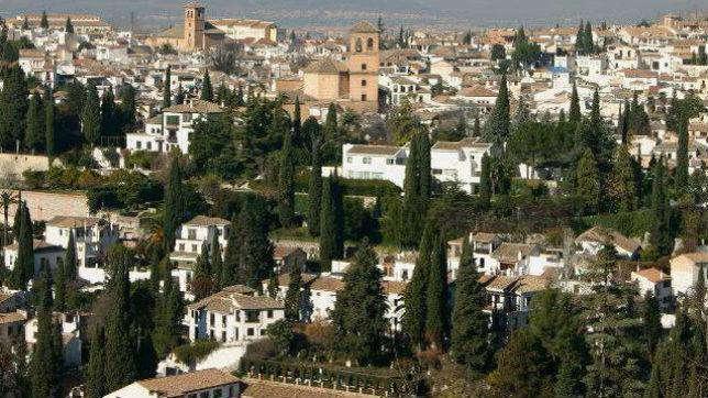Vista del Albaicín desde la Alhambra, de cuyos beneficios se pide ayuda para el barrio