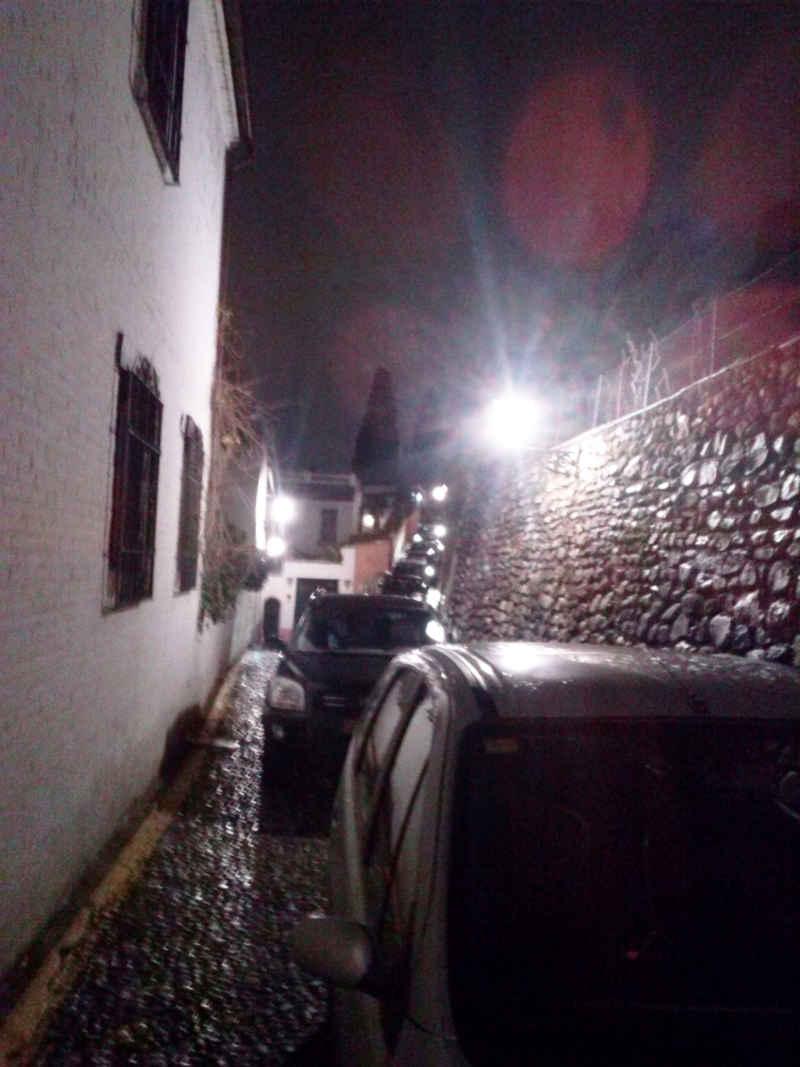 Cola de coches en toda la calle Carril de San Agustín y Tomasas. 13 de febrero de 2014