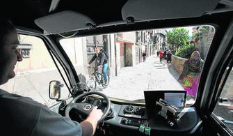 El microbús funcionó con la peatonalización de la Carrera del Darro en 2012.