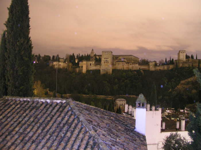 """La Alhambra  sin iluminación durante """"La Hora del Planeta"""" 2014"""