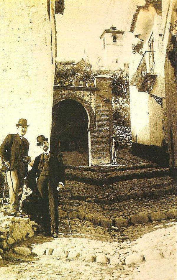 Aljibe de Trillo visto desde la placeta y la cuesta. 1920