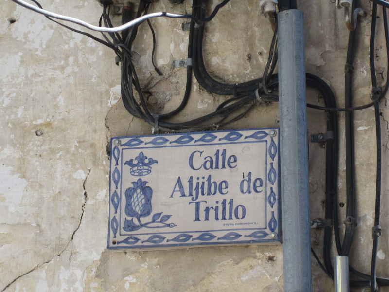 Placa cableada de la calle Aljibe de Trillo