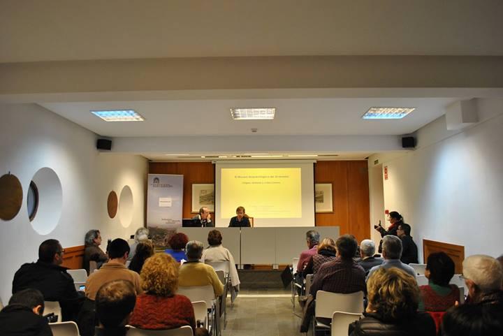 Conferencia de Isidro Toro sobre el origen y la historia del Museo Arqueológico en el Carmen de la Victoria. 2014 Foto de Rocío Fernández