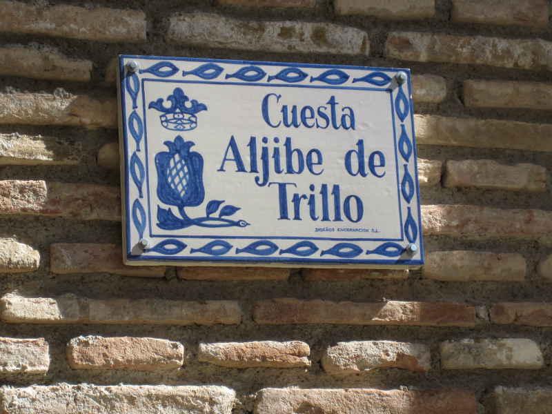Placa de la Cuesta del Aljibe de Trillo. 2014