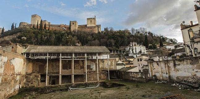 Lamentable estado del Maristán y vistas a la Alhambra. ID 2014