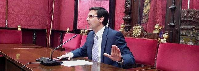 El concejal del PSOE, Francisco Cuenca, durante la rueda de prensa en el Ayuntamiento. ID 2014