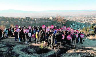 Más de 250 personas se reunieron en el mes de diciembre en el entorno de las cuevas para mostrarle su apoyo a los vecinos.