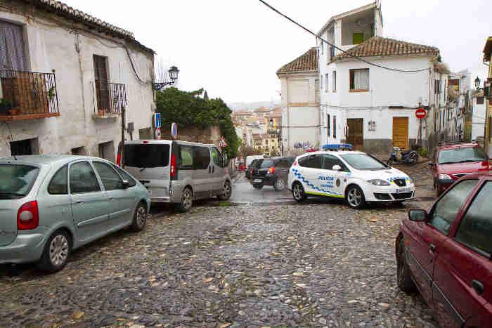 Atasco provocado por el accidente del tren turístico en la Cuesta Alhacaba. Carlos Choin 2014