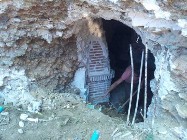 Acondicionamiento de las cuevas desalojadas por el Ayuntamiento en el Cerro del Aceituno RG2014