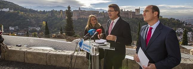 Rueda de prensa del PP en el Mirador de San Nicolás para reclamar parte de las entradas de la Alhambra para el Albayzín. FOTO: GONZÁLEZ MOLERO