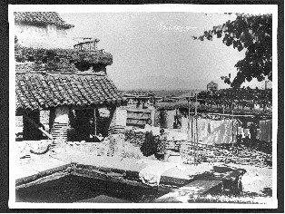 Lavadero público junto a la Puerta Monaita (h. 1900) (colección fotográfica Archivo Municipal de Granada)