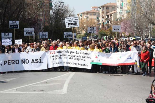 Manifestación en la Chana por un AVE soterrado. Foto GiM