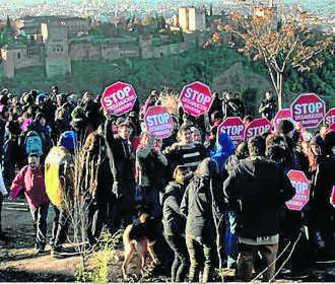 Oposición al desalojo de las cuevas de San Miguel Alto en diciembre de 2013. GH