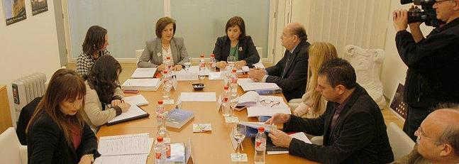 Momentos previos a la reunión del consorcio. /R. L. P.
