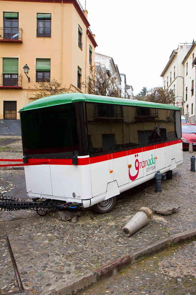 Accidente del tren turístico en Cuesta de Alhacaba, junto al Bar Cebollas.