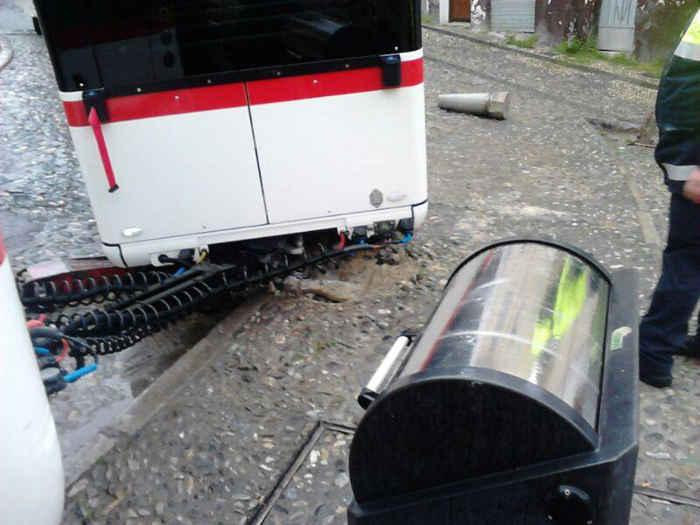 Tren turístico averiado en  la Cuesta de Alhacaba entrado a la Placeta de la Merced. 2014