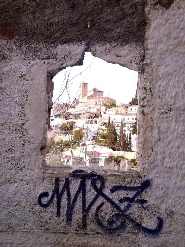 Vista de la zona de San Cristóbal desde el callejón Ladrón del Agua junto al Palacio de Dar-Al-Horra