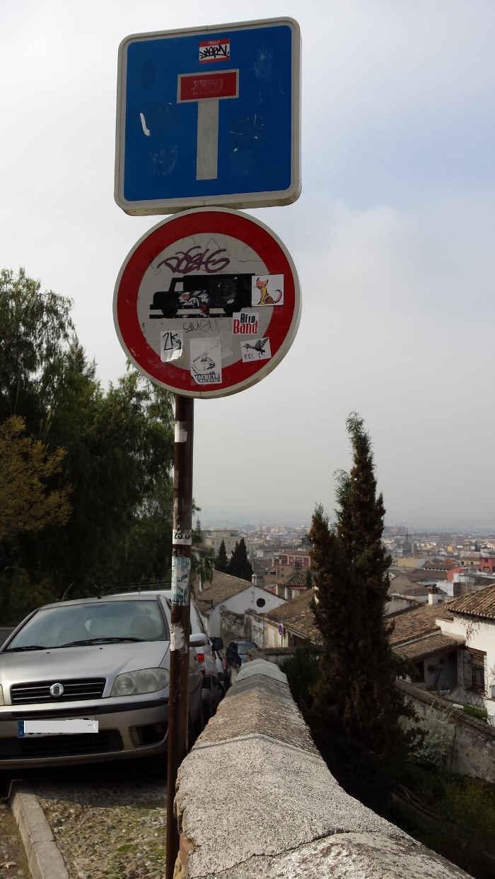Cuidada señalización a la entrada de Zenete desde Carril de La Lona. 2014