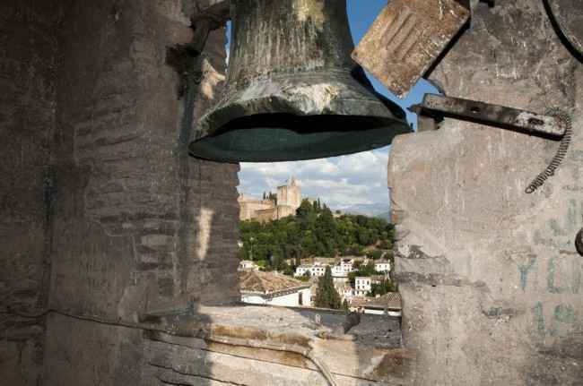 Vista de la Alcazaba de la Alhambra desde el alminar de San José. Foto: JESÚS OCHANDO