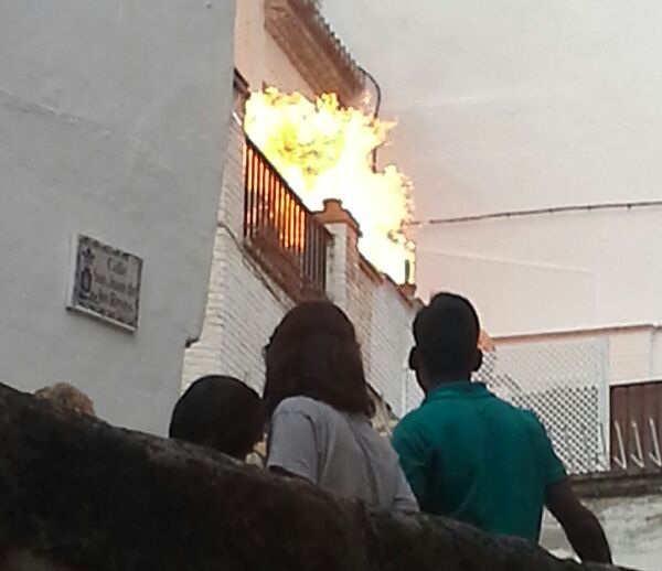 Las llamas alcanzaron gran altura pero no hubo heridos. Foto: Demi Avellaneda