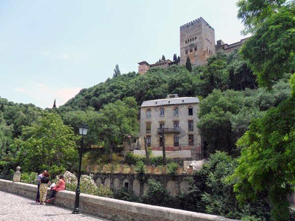 Alhambra y hotel Reuma desde Paseo de los Tristes