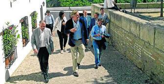 El secretario general del PPE acompañado de cargos municipales del PP visita el Albayzín. GH 2014