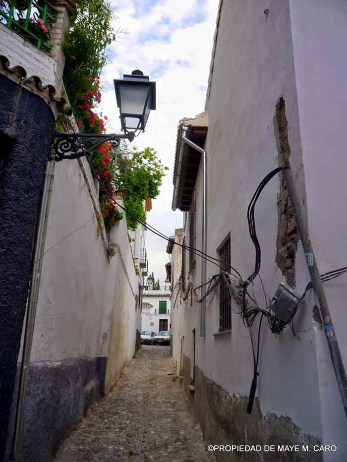 Cables en la esquina de las calles San José y Oidores. Foto Mayte Martínez Cano FB