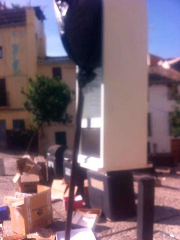 Frigorífico en los contenedores de la Plaza de la Merced. 2014