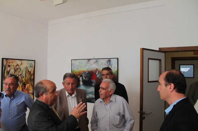El alcalde de Granada, José Torres Hurtado, habla con el presidente de los Mayores del Albaicín, Antonio Ruiz. GiM 2014