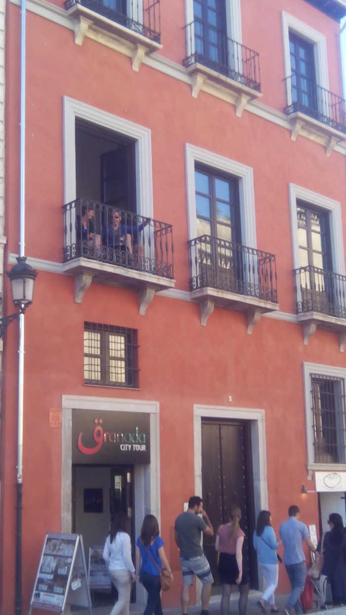 Apartamentos turísticos Carrera Darro funcionando cuando la solicitud está en periodo de información pública 2014