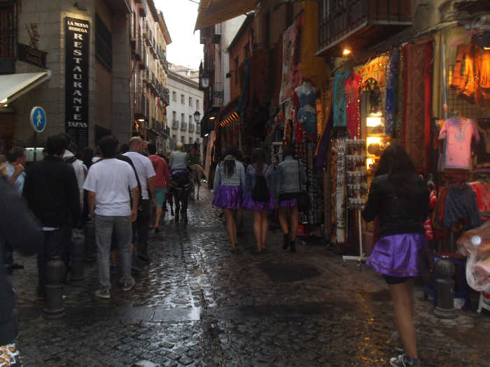 Despedidas de solteras y solteros que invaden cada fin se semana la calle Elvira 2014