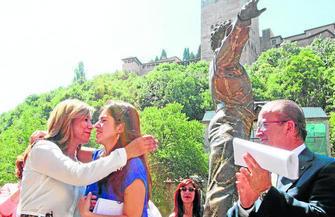 Estatua Mario Maya Paseo de los Tristes GH 2014