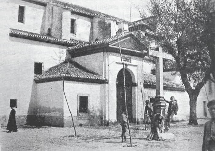 Iglesia de San Nicolás - La plaza de San Nicolás, ya con la cruz repuesta, en 1933
