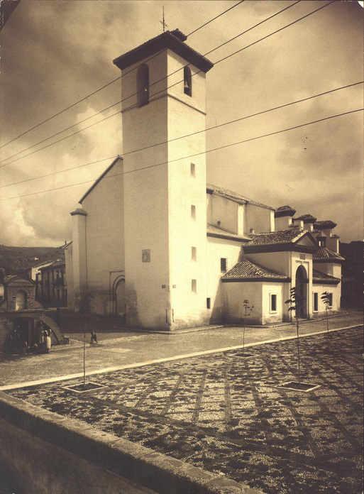 Iglesia de San Nicolás - Otra perspectiva del templo, ya restaurado (1947)
