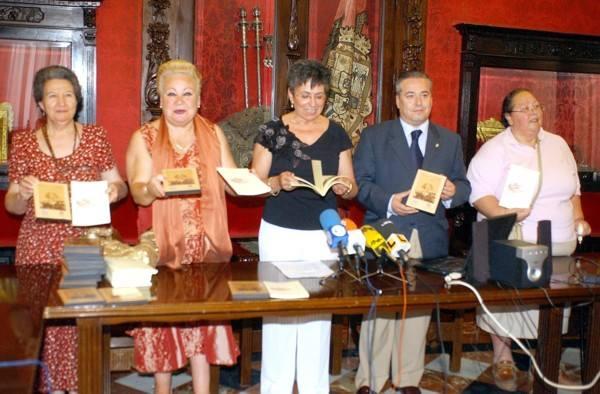 La Comino presentando DVD El Albayzin contado por sus mujeres