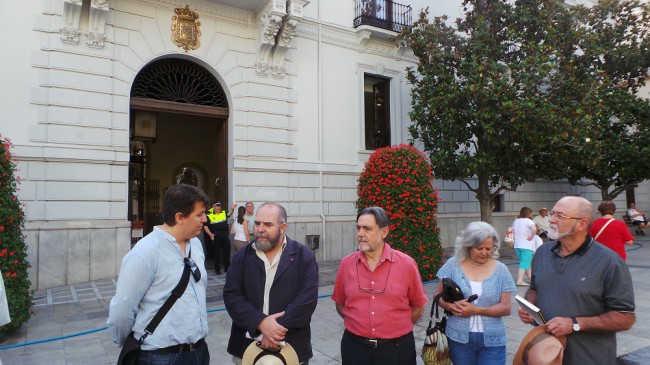 Los miembros de UCAR, en la Plaza del Carmen, lugar donde se celebró la II república. GiM 2014
